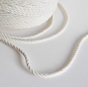 Creadoodle basis collectie touw voor macrame weven haken, breien, needle punch en meer 5 mm twisted in naturel wit